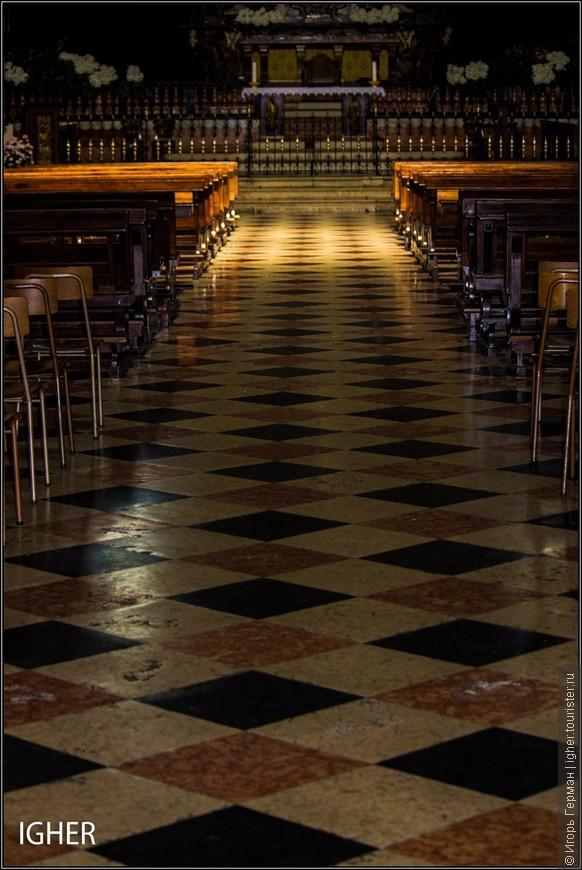 как писал выше собор внутри достаточно темный