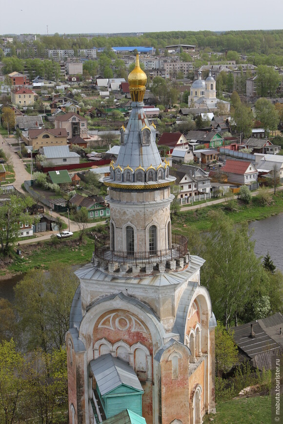 Правый берег. Свечная башня Борисоглебского монастыря. Возведена в конце 18 века. Фото Балабанова Н.