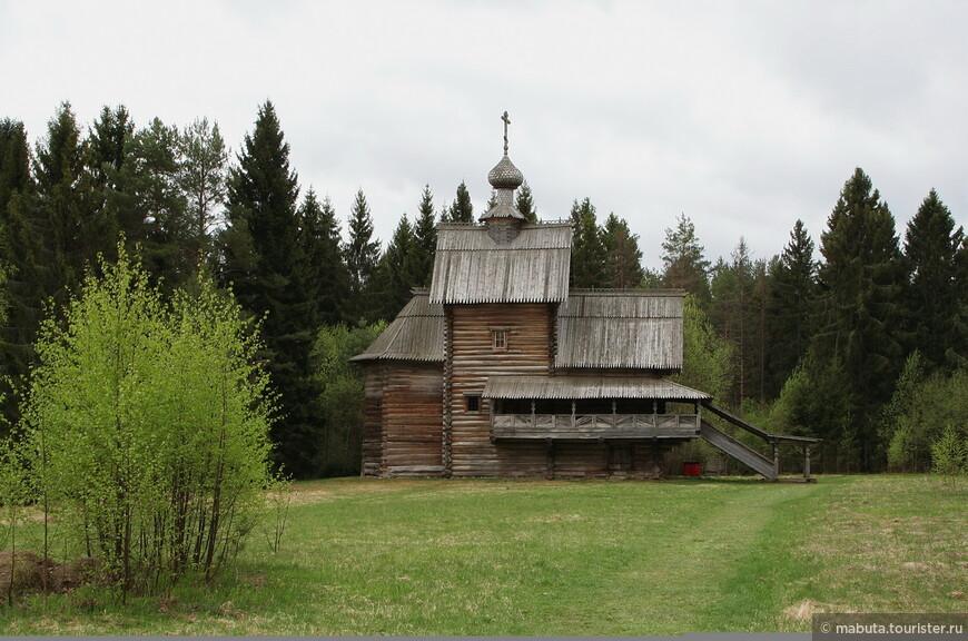 Уникальная церковь Преображения (1732) клетского типа, привезенная из погоста Спас на Сози (Калининский район Тверской области).