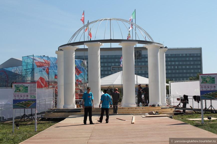 Ротонда - главный вход в Евразия-Парк.