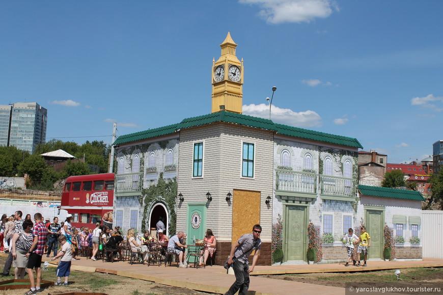 Английский квартал с башней Елизаветы (Биг-Бен).