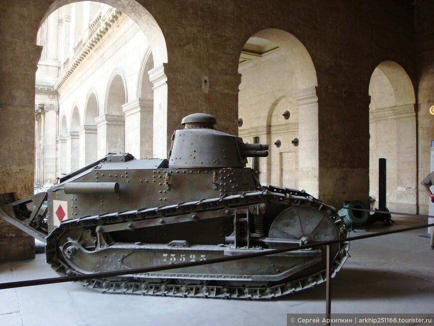 Здесь начинается Музей Армии.