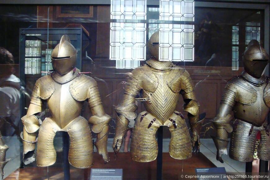 Главное достоинство этого музея бесподобная коллекция средневекового оружия - доспехов , мечей кинжалов, арбалетов , и пик.