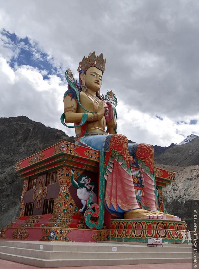 Статуя Майтрейи - Будды Грядущего. Монастырь Дискит в одноимённом посёлке.