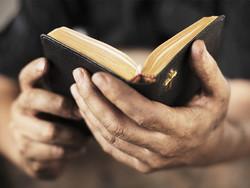 Американца арестовали в КНДР за забытую в гостиничном номере Библию