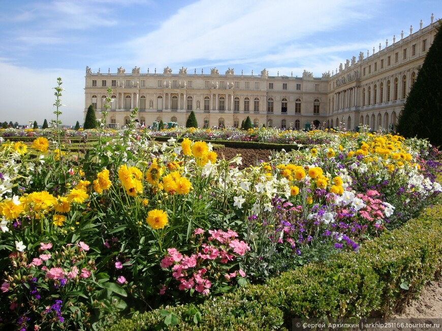 """У Версальского дворца. В Версале я осмотрел все примерно за три часа. Об этом я выложил отдельный фототчет (80 фото)- """"Самостоятельно из Парижа в Версаль"""