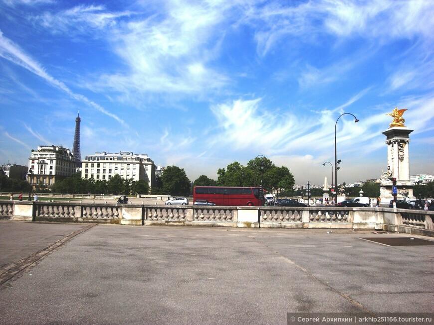 """В Париж я вернулся  около 13 часов на том же поезде RER, только вышел не на вокзале Аустерлицком , а на станции метро -"""" Invalides"""", которая расположена у моста Александра 3"""