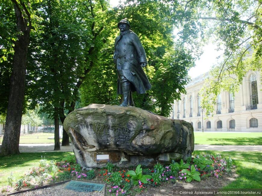 Памятник Президенту Франции Клемансо, который выиграл у немцев Первую Мировую войну.