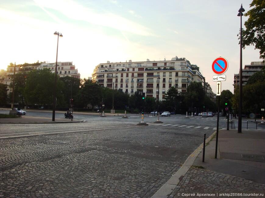 Уже начинало вечереть и решил,что пора выдвигаться к площади Трокадеро, чтобы увидеть ночную Эйфелнву башню