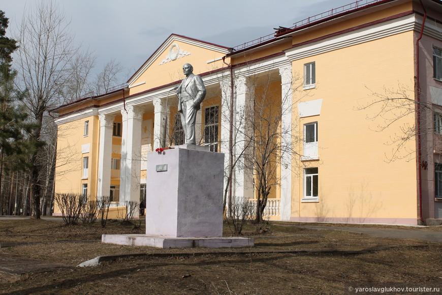 Памятник Ленину у РДК (ДК им. Ленина).