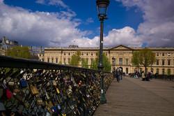 Мост в Париже обрушился под тяжестью «замков любви»