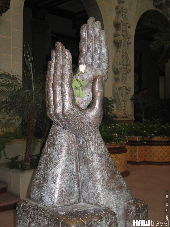 Памятник в честь подписания договора о мире в 1996 году.