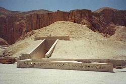 Испанские археологи в Египте нашли древнюю гробницу фараонов