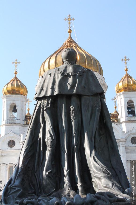 Александр II идёт в Храм Христа Спасителя.