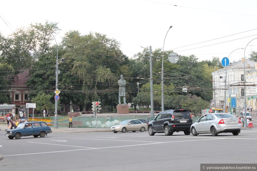 Памятник Фридриху Энгельсу.