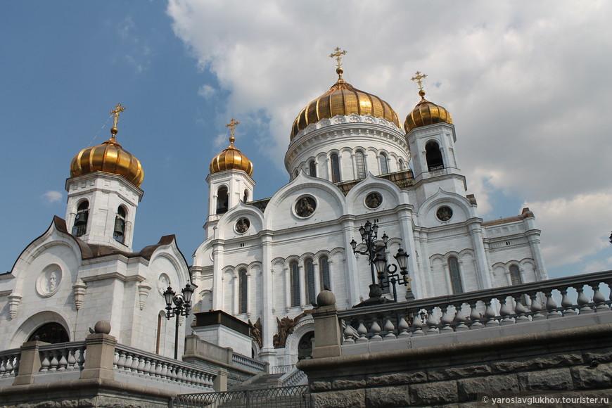Храм Христа Спасителя и Преображенская церковь.