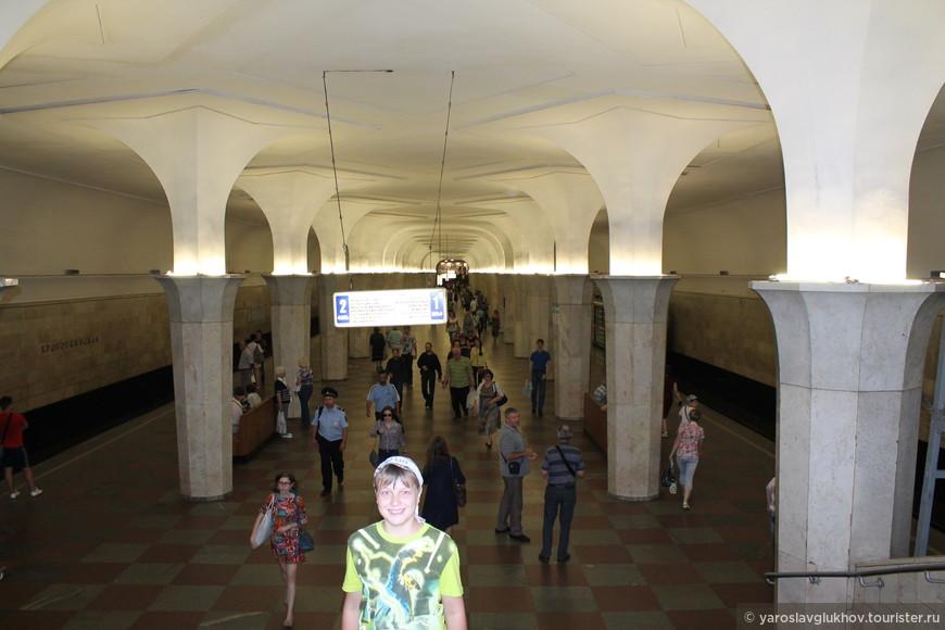В метро Кропоткинская.