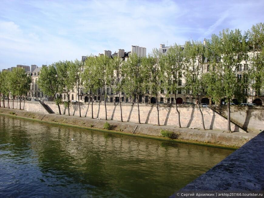 Далее я по мосту перешел Сену и оказался на маленьком острове Сен-Луи