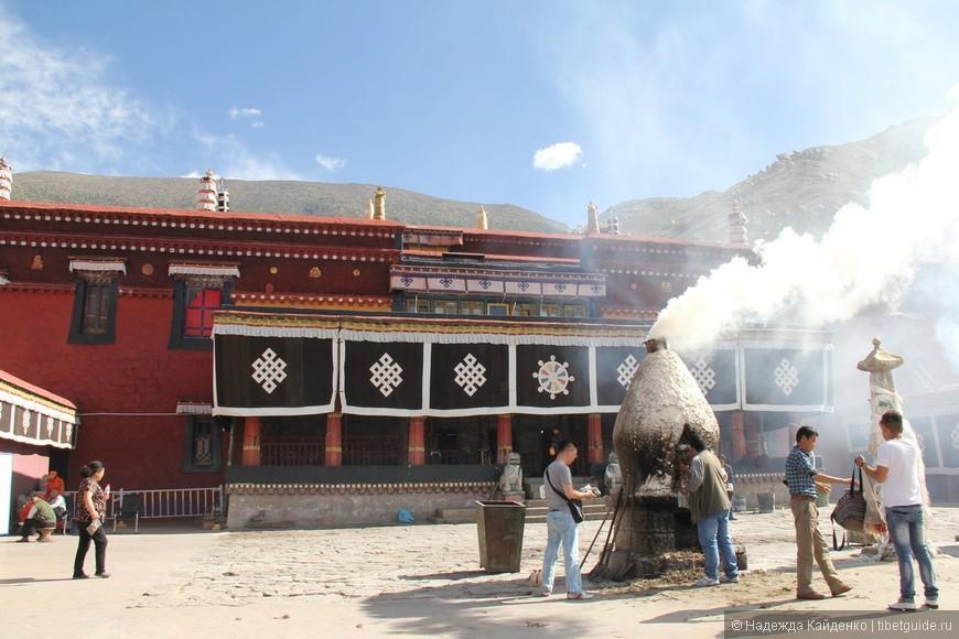 Главный молельный павильон монастыря Нечунг