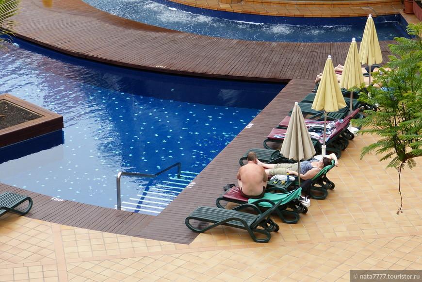 Внутренний бассейн отеля Джахаранда. Тенерифе.
