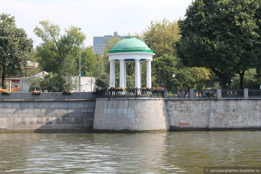 Ротонда в ЦПКиО им. Горького.