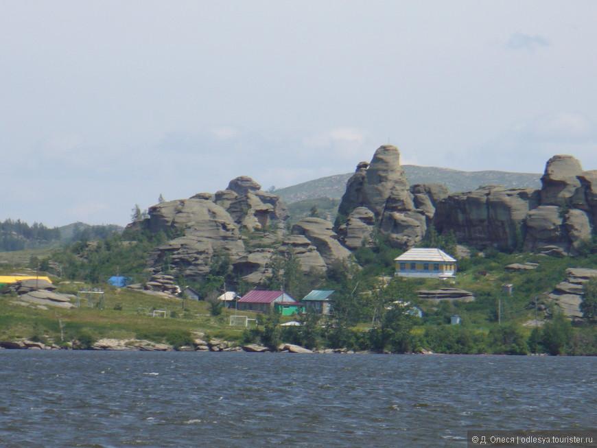 эти скалы местные жители прозвали разными забавными названиями например, три обезьяны, слон, чёртов палец и т.д.