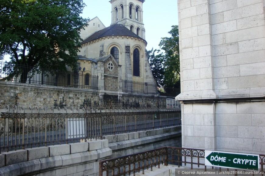 От собора я пошел в район Монмартра - район художников