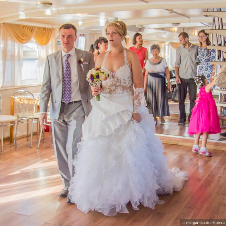 Красивая девушка на свадба йупках фото
