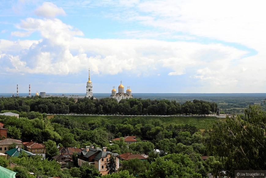 Вид со смотровой площадки, расположенной на водонапорной башне.