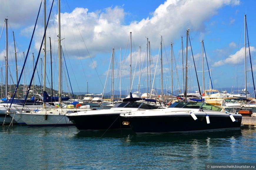 Сен-Тропе – популярный курорт, расположившийся на юге Франции, при упоминании которого возникает образ красивейшей гавани полной легких парусников, изысканных яхт, роскошных катеров, виднеющихся особняков кинозвезд и знаменитостей.