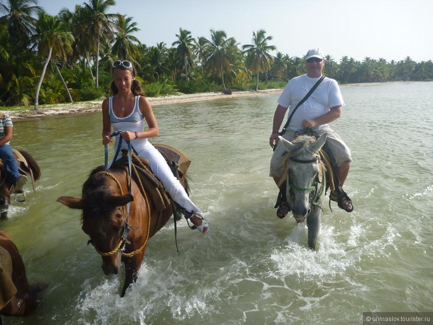 В отличии от других мест, тут экскурсия на лошадках имеет очень интересный маршрут. Реально по берегу моря.