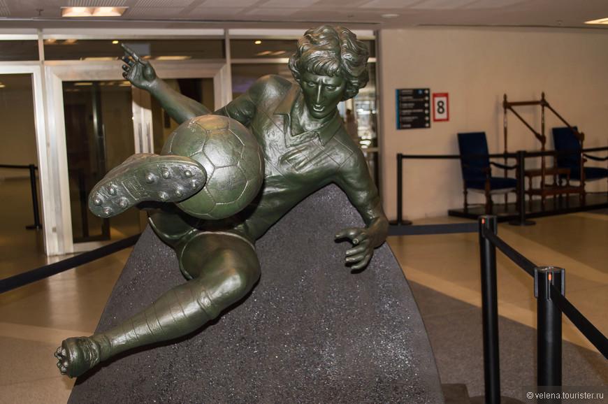 Памятник Артуру Антуньешу Коимбра (Zico), бывшему бразильскому футболисту, в настоящий момент тренеру