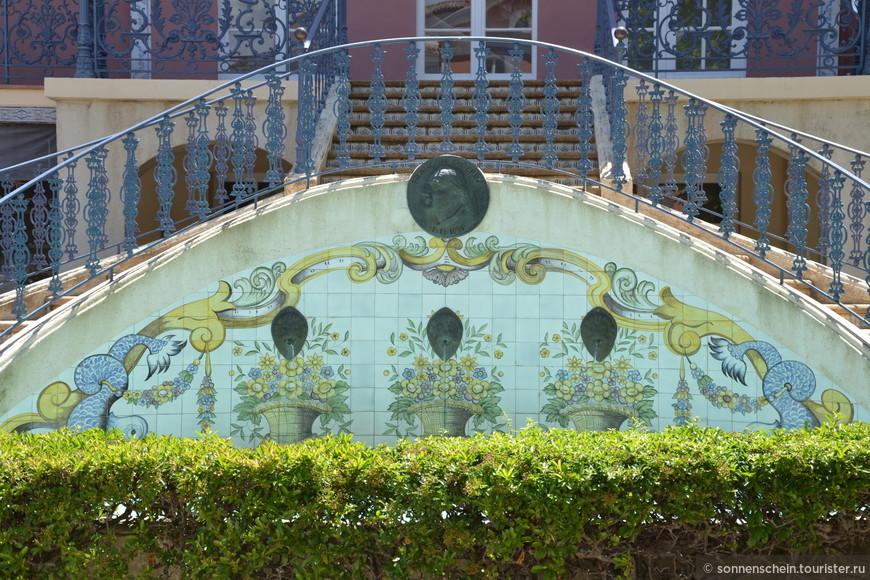 Среди многочисленных достопримечательностей Лазурного Берега Франции городок Порт-Гримо , или как ее еще называют Прованская Венеция, стоит особняком .