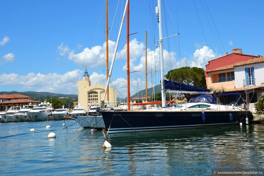 Порт Гримо на ряду с Сен-Тропе, является тем местом, где любят отдыхать сливки общества.