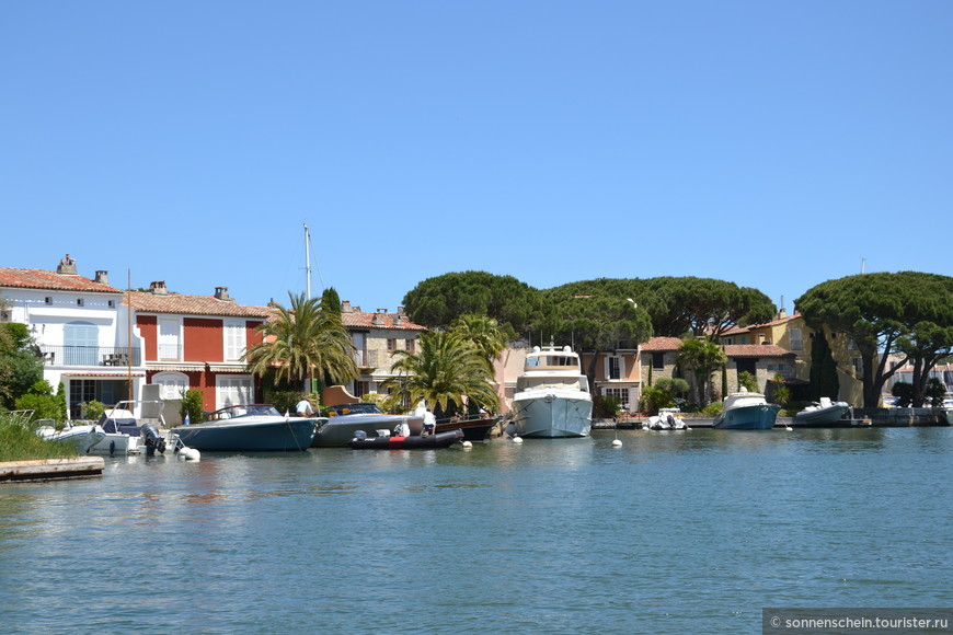 Причалы Порта Гримо общей протяженностью 12 км.
