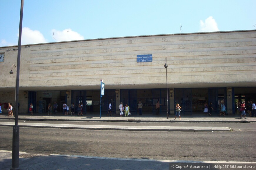 Выходим на станции -которая называется -Lido Centro (на фото),как вышли из вокзала поворачиваем налево проходим метров 50 и повернув направо идем к морю,которое будет минут через 5-8 простым шагом