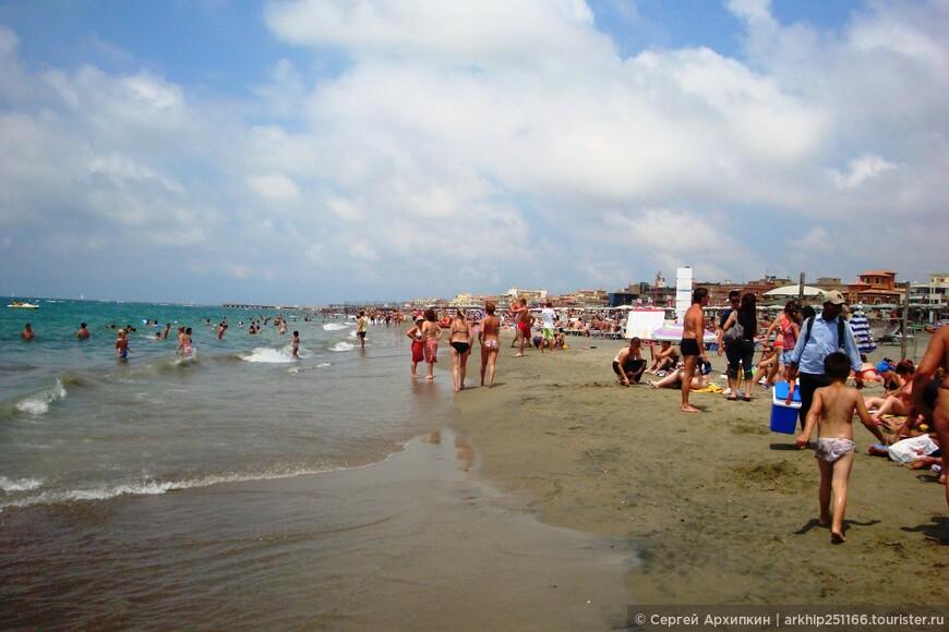 Рядом с пляжем в 50 метрах -есть многочисленные бары,рестораны пиццерии и т.д