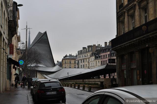 """Церковь на площади города Руан...в виде птицы..здесь сожгли Жанну""""Дарк"""