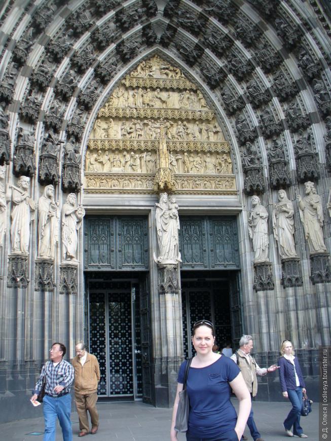 Западный фасад, портал Богоматери