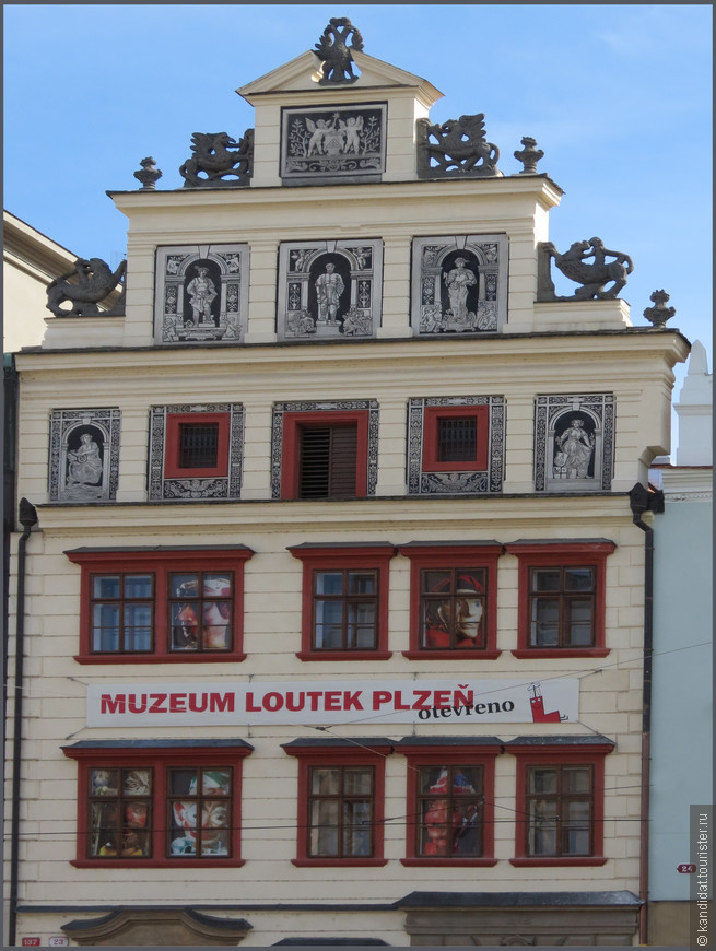 Музей кукол и марионеток. А где-то рядом еще есть музей приведений.