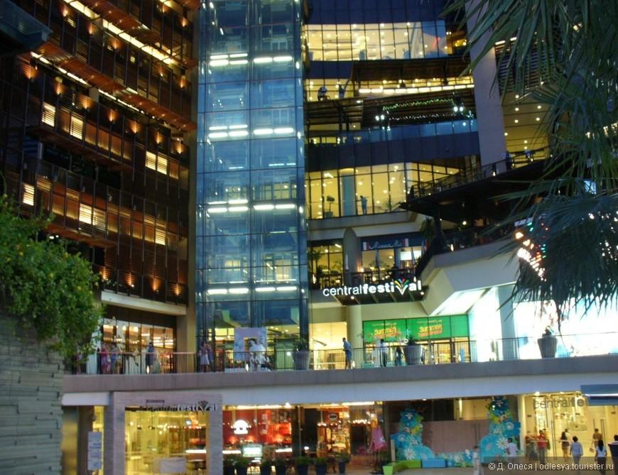 Огромный торговый центр и развлекательный комплекс Central festival