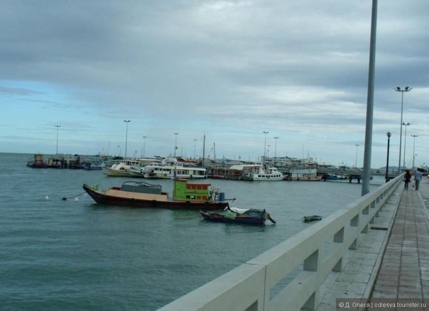 Пристань, откуда отходят корабли и катеры на острова