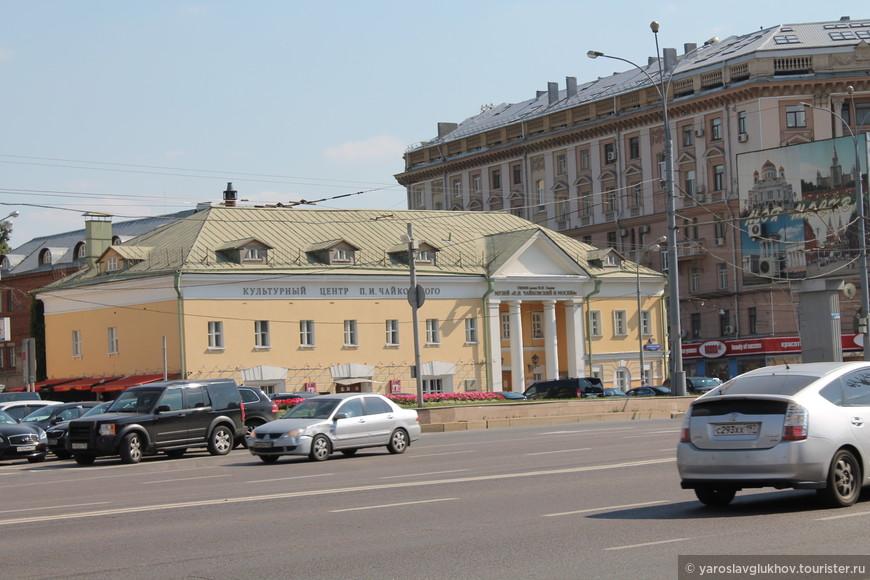 Культурный центр им. Чайковского.