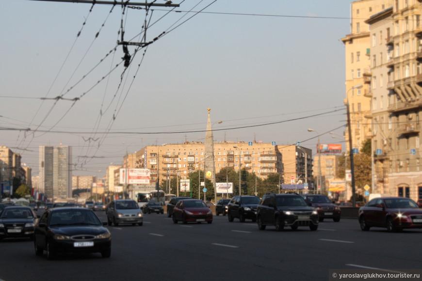 """Обелиск """"Москва - город-герой""""."""