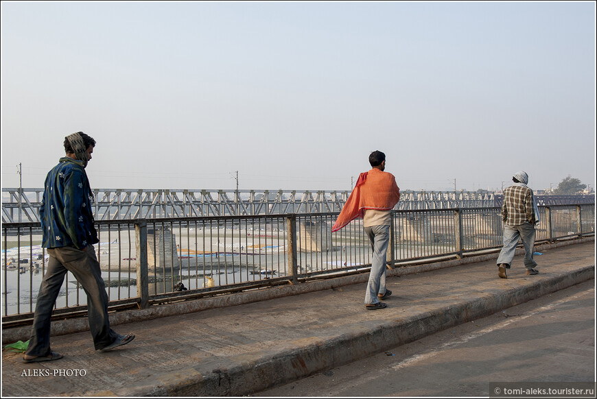 Многие бедные люди в Индии вынуждены ходить пешком. даже велосипед для них — в определенной степени — роскошь. К примеру, в Китае, велик есть практически у каждого...