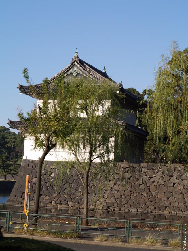 Пагода находится на территории древней резиденции правителей Японии.