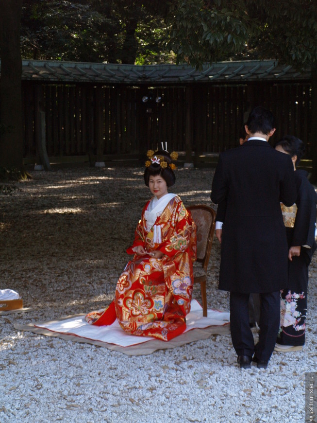 Невеста в красном.