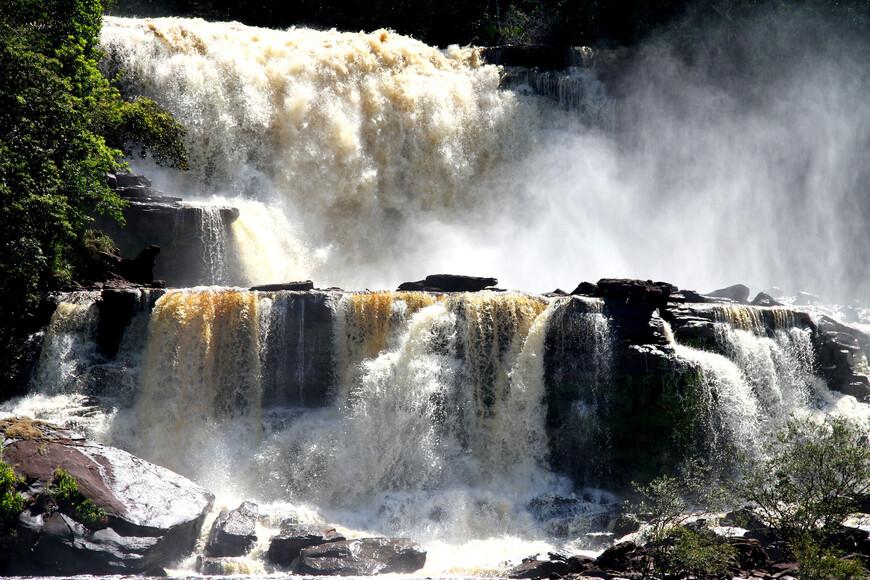 В лагуне Канайма можно увидеть водопады: Golondrina, Hacha, Ucaima, Sapito, Ara, Sapo.