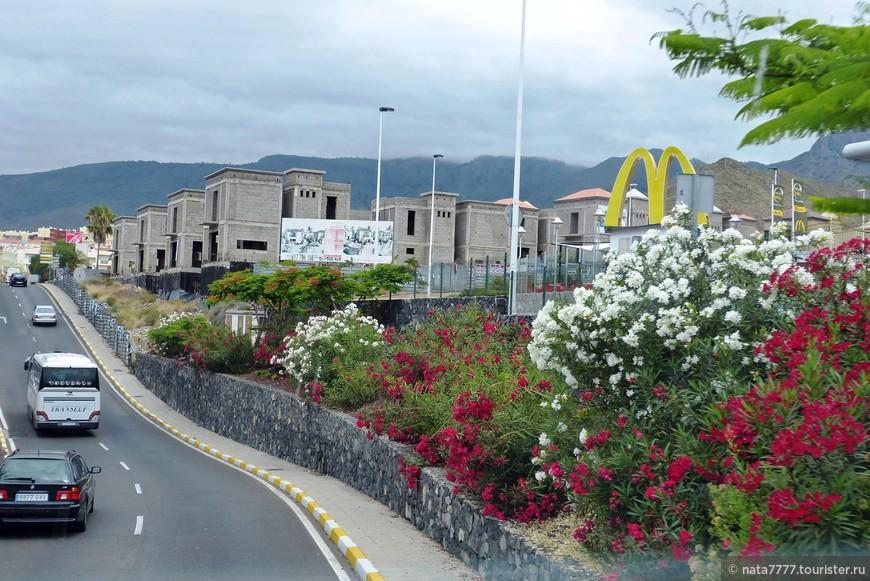 На улицах острова вулканического происхождения Тенерифе.