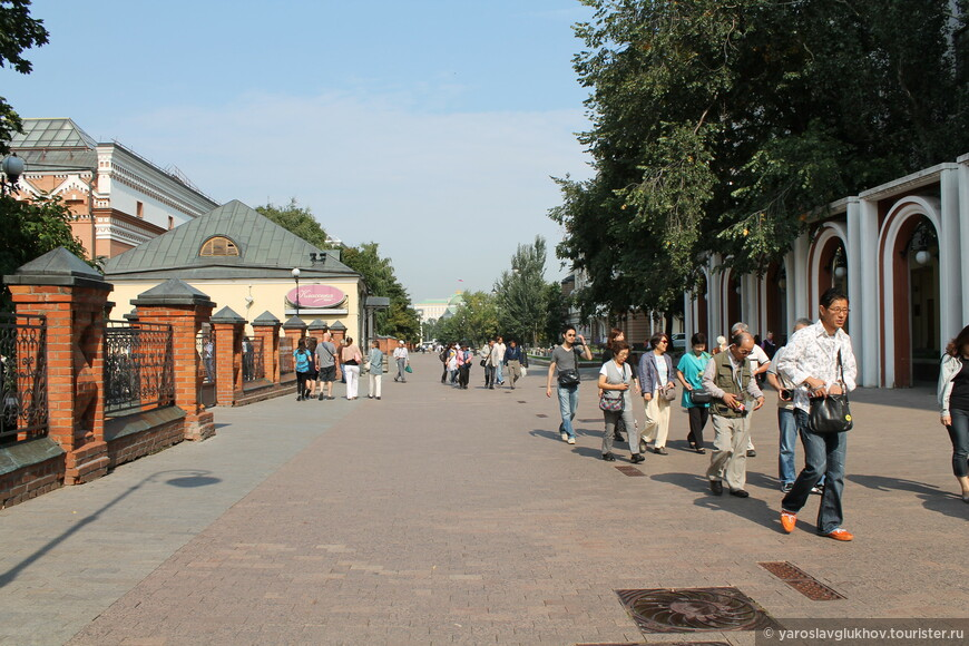 Лаврушинский переулок.